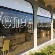 Vetrofania-Negozio-Veneta-Cucine